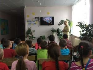 Инспектор по правам детства Кокшарова О Н проводит деседу О безопасном поведении детей в летний период